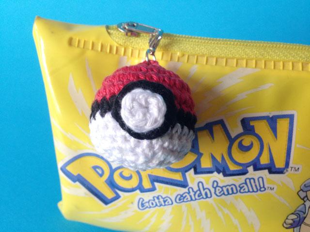 haken,gehaaktee Pokémonbal, gratis, haakworkshops eindhoven, balletje