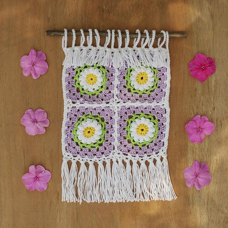 wandkleedje, haken, wanddecoratie, crochet, wallhanger , grannysquares, kleurig, franjes