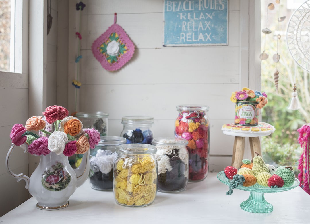 meetthemaker day 6, tuinhuis, weckpotten, bolletjes garen, bloemen, haken, gehaakt