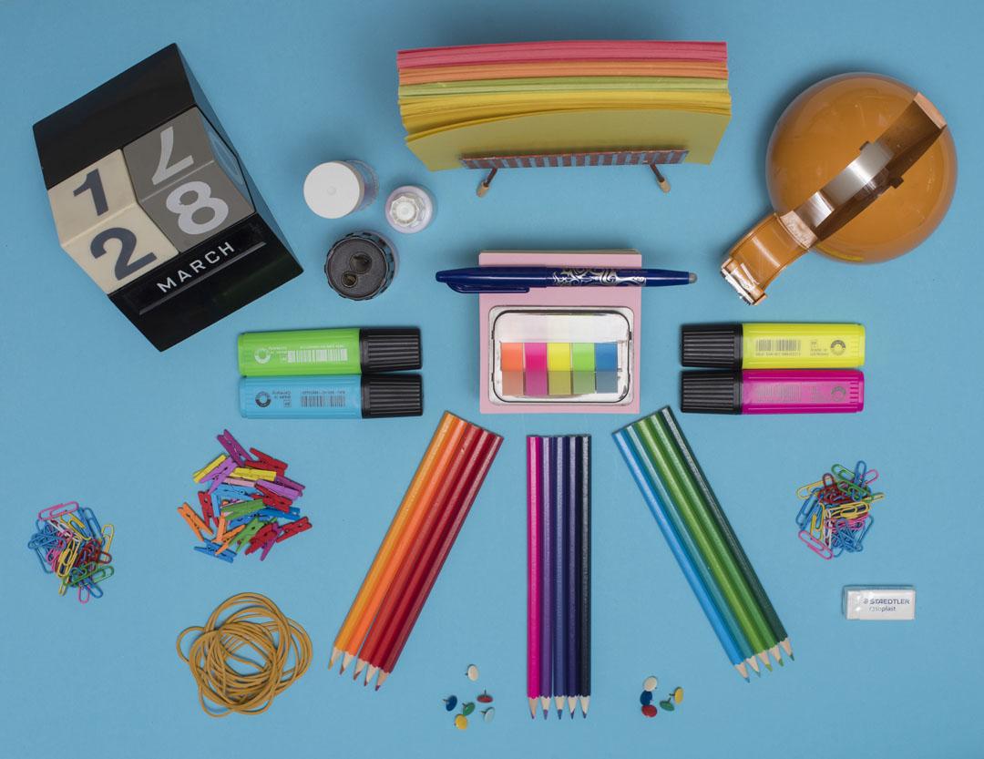 Meetthemaker day 28, planning, potloden, pen, papier, gum, paperclips , puntenslijjper, kalender, tippex, pritt punaises, elastiekjes, markeerstiften,plakband