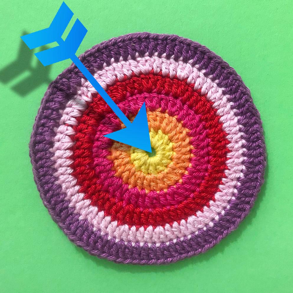 meetthemaker day 27, target, mandala, pijl, gekleurd, gehaakt